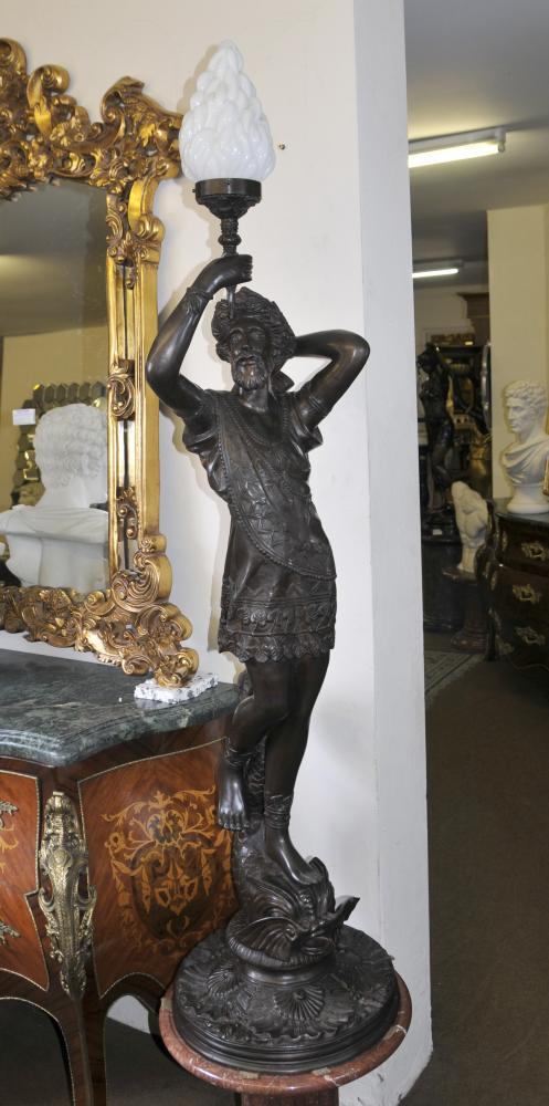 Grand italienne Bronze Classique Homme Lumière Statue Torchere Lumière