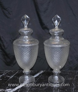 Pair Antique Cut Glass victorienne Urnes Lidded Vase