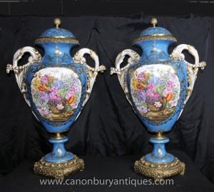 Paire Grand Sèvres Floral porcelaine Amphora Urnes