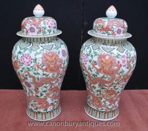 Paire Grand chinois Ming en porcelaine à couvercle Vases Ginger Urnes Jars