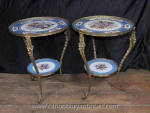 Paire Sèvres français Porcelain Table des tables de cocktail de Side