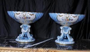 Paire français porcelaine de Sèvres Urnes soupières Bols sur les stands