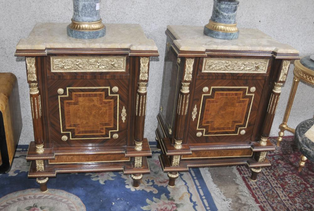 Paire française Empire coffres Commodes Marqueterie Inlay Interiors