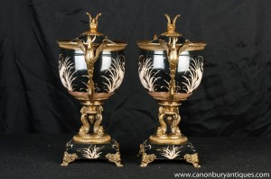 Paire française Porcelaine Urnes Bols Stands Grue du Japon Poignée