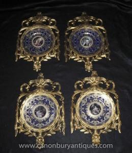 Quatre français plaques de porcelaine de Sèvres plaques dans cadre doré