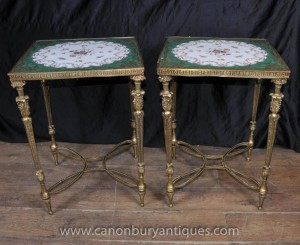 Tables basses paire française porcelaine de Sèvres Ormolu base Cocktail Table