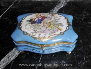 Case français porcelaine de Sèvres Boîte à bijoux floral Bijou
