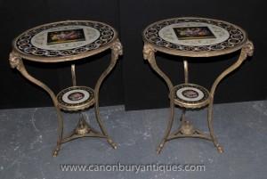 Paire Empire français Ormolu Porcelaine Tables basses Rams Heads Floral