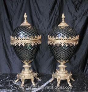 Paire Empire français Vert Cut Glass Egg Vases Lidded Urnes