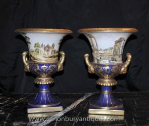 Paire allemande de Dresde Porcelaine Campana Urnes Planters