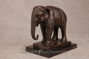 La fonte de bronze Elephant indienne Statue Nelly Dumbo éléphants Art Tribal