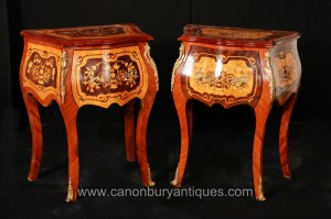 Pair de l'Empire Français bombe la poitrine Tiroirs Commodes Tables de chevet
