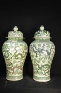 Paire Big Dragon chinois Porcelaine Temple Jars Qianlong Ming Urnes de poterie