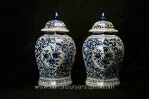 Paire Bleu et Blanc Porcelaine chinoise Ming à couvercle Urnes Vases Jars