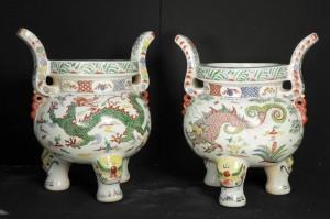 Paire chinois Kangxi Porcelaine Planters dragon Temple Urnes