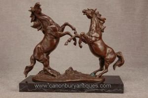 Paire français Chevaux de bronze par Milo Saut duel Statue Poney