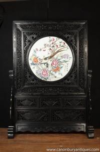 Antique japonaise Sculpté à la main écran Kakiemon Porcelaine Plaque Divider