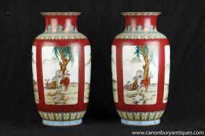 Paire chinoise Wucai porcelaine peinte à la main Urnes Céramique Cheval