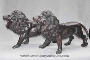 Paire Anglais Bronze Lion Statues portiers Manière de Landseer