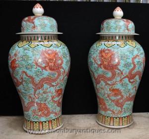 Paire Big chinoise Ming en porcelaine dragon Urnes Vases Lidded Céramique