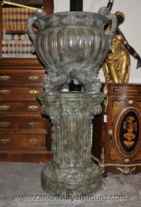 Paire Big italienne Bronze Les urnes classiques sur le socle colonnes architecturales