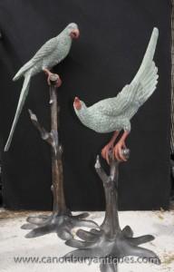 Paire Lifesize Bronze Tropical Parrot Statues de fonderie Branche Faune