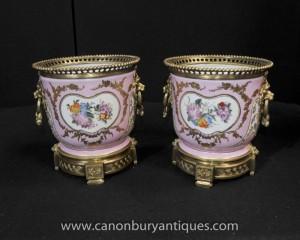 Paire française porcelaine de Sèvres Cache Pots de fleurs Pots Bols