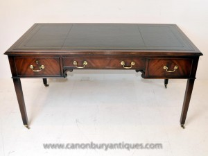 English Regency bureau Table en acajou