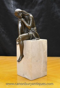 Art Deco Bronze Femme Figurine sur socle en marbre Signé Milo