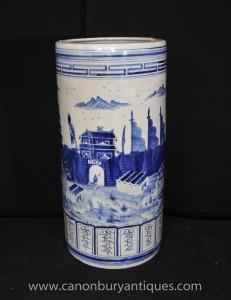 Blanc Bleu chinois Kangxi Porcelaine parapluies Urne Vase peint à la main