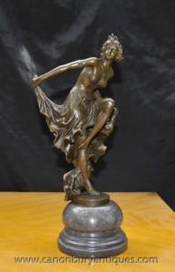 Français Aileron d'art déco Dancer Statue signé un Gory Egyptican Gori