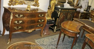 Paire française Regency Bombe Commodes Commode