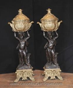 Paire française antique Bronze Chérubin se tient Statues Planters Jardineres Pot Putti