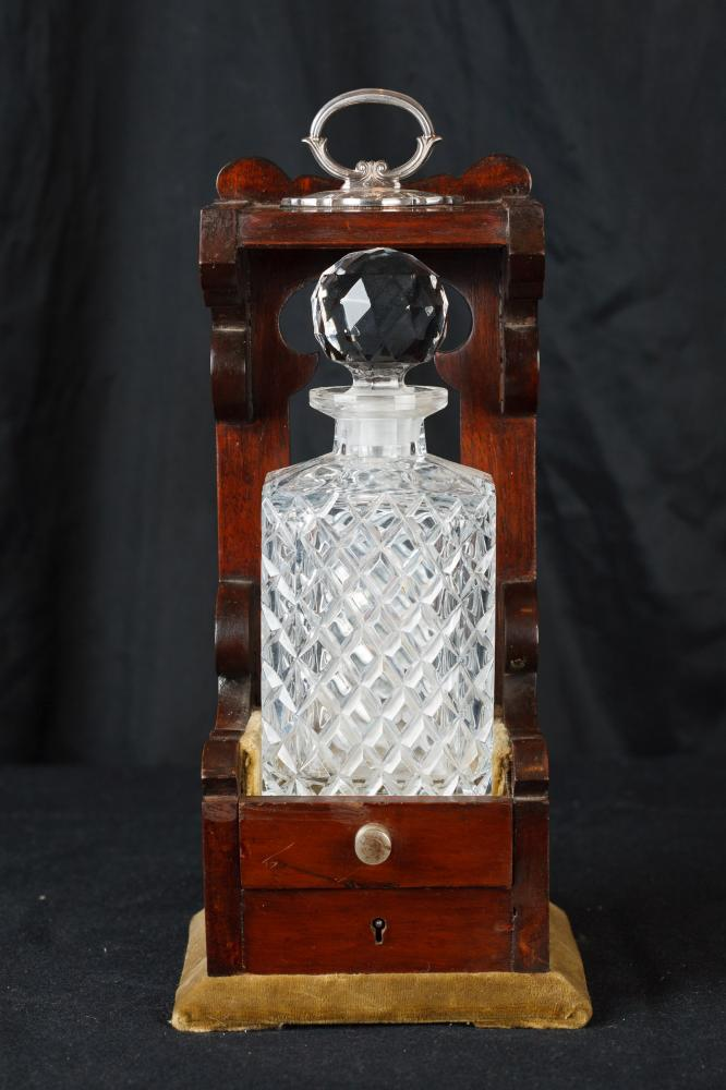 Simple Victorian Cut Verre Bouteille Tantalus Decanter