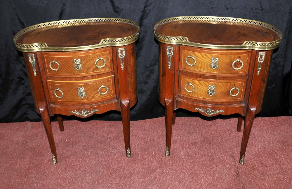 Paire Empire français chevet Commodes Tables de chevet ovale Surmonté