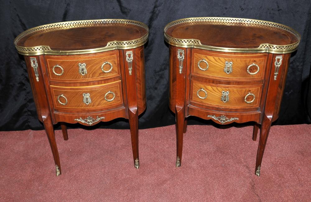 Noyer meubles archives antiquites canonbury for Table de chevet acajou