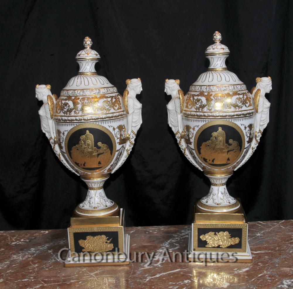 Paire allemands Dresde porcelaine Bisque Urnes Vases Maiden Jars