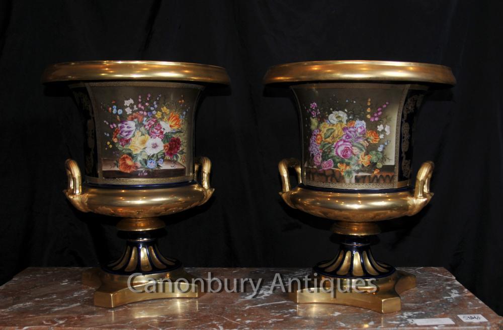 Paire française porcelaine de Sèvres Floral Campana Urnes Vases Planters