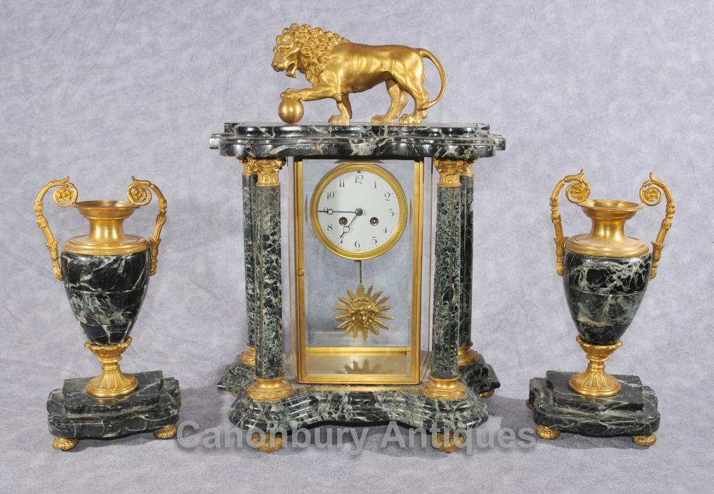 Antique français Napoléon III Clock Garniture Urne Set Mantel Clocks