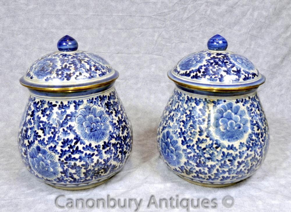 Paire Bleu Blanc Porcelaine Kangxi Porcelaine Urnes Lidded Urne Vase chinois
