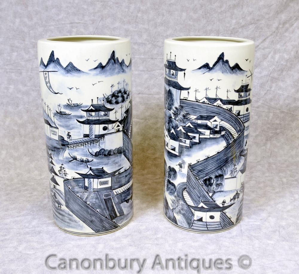 Paire Bleu et Blanc Porcelaine Ming parapluies Urnes Vases chinois