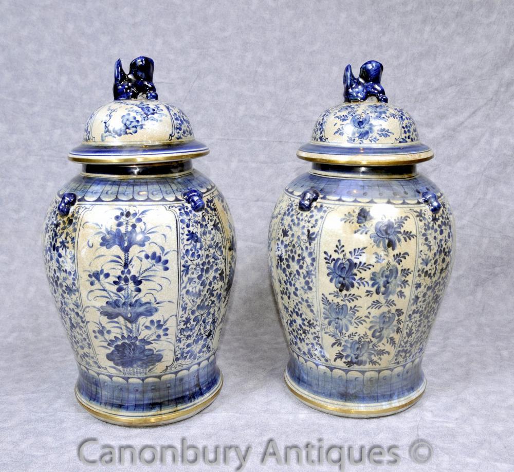 Paire Kangxi porcelaine bleue et blanche Ginger Jars Temple Urnes chinois Urne