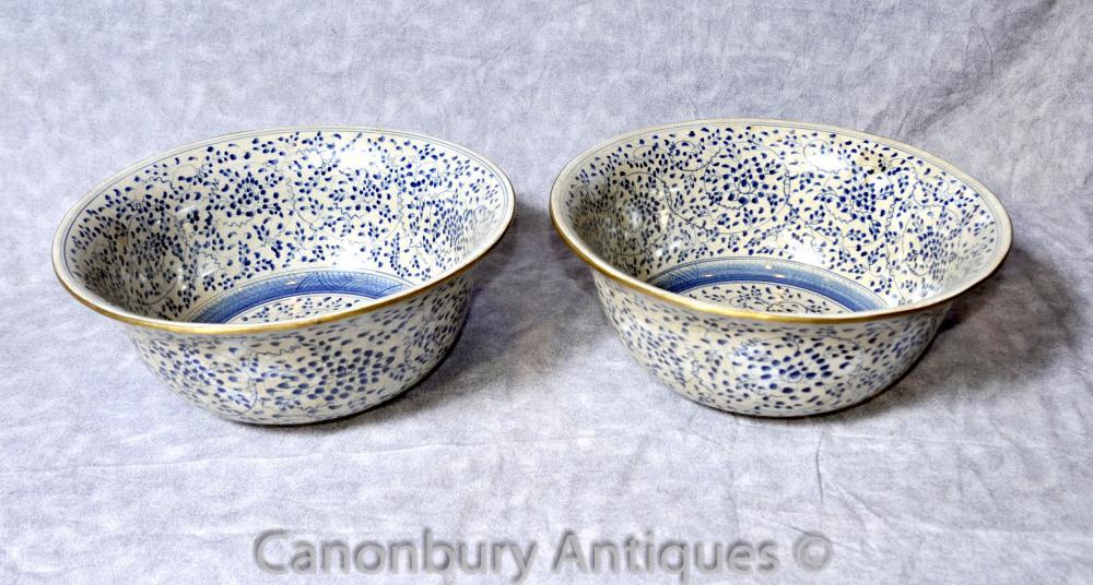 Paire chinois Kangxi bleu et blanc de porcelaine Bols Assiettes