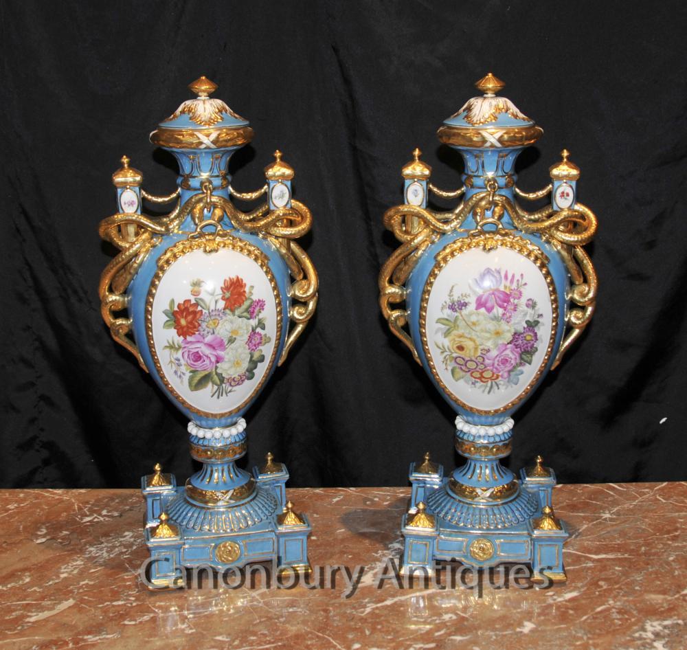 Paire française porcelaine de Sèvres Floral Urnes Amphora Vases