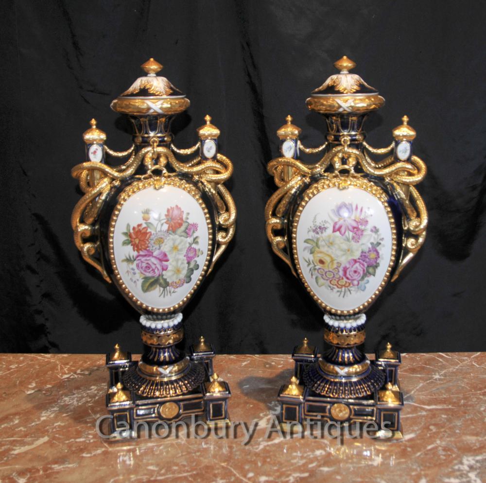 Paire porcelaine de Sèvres Floral Amphora Urnes Vases Serpent Poignées