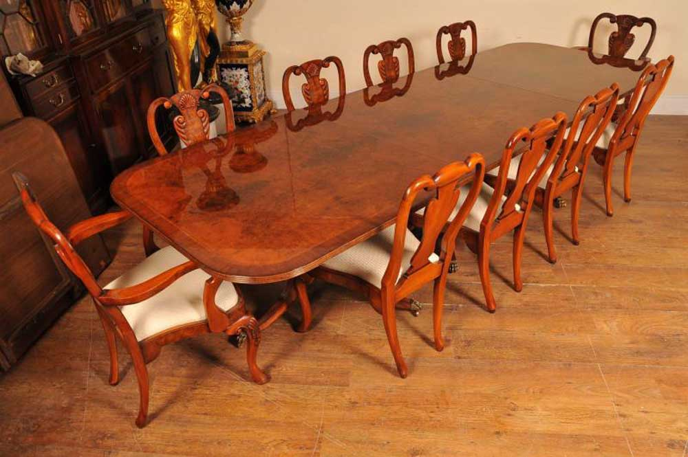 16ft Walnut Regency piédestal Sièges de table 18