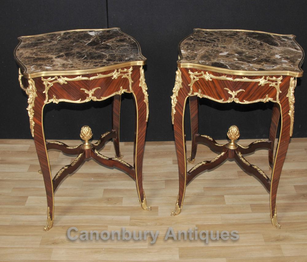 Paire française Louis XVI Side Tables d'appoint Marbre Tops