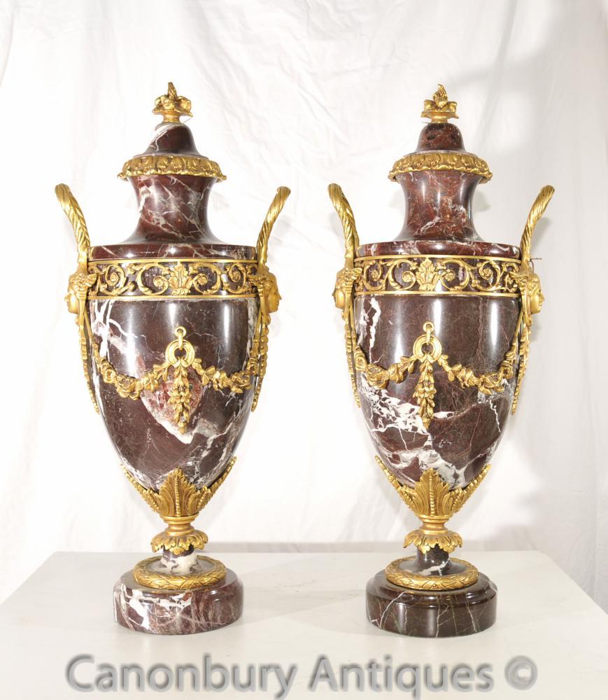 Paire Empire français Marbre Ormolu Amphora Urnes décoratif
