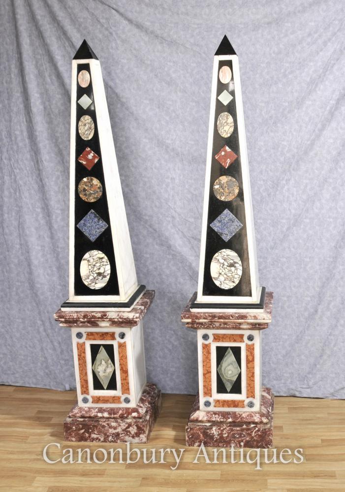 Paire Grandes anciennes obélisques de marbre italien sur Stands de piédestal