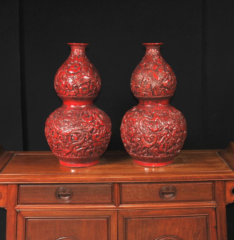 Pair Cinnabar Laque chinoise Vases Temple Urnes Double Gourd